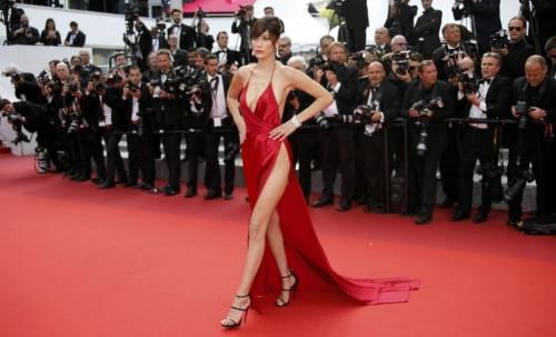 Bella Hadid sexy in bikini rosso 28