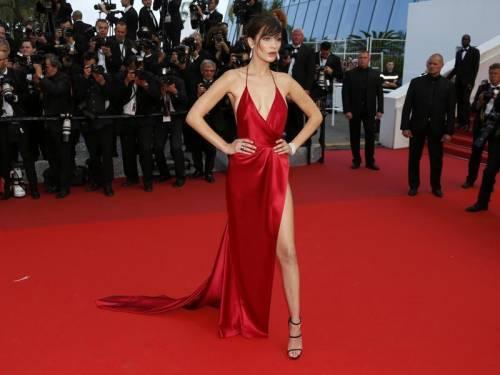 Bella Hadid sexy in bikini rosso 34