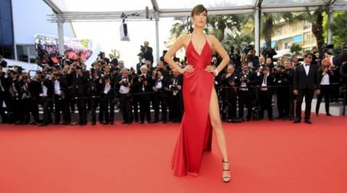 Bella Hadid sexy in bikini rosso 38