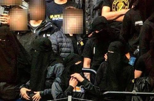 Svezia, sì al velo ma passamontagna bandito.  E gli ultrà protestano col niqab