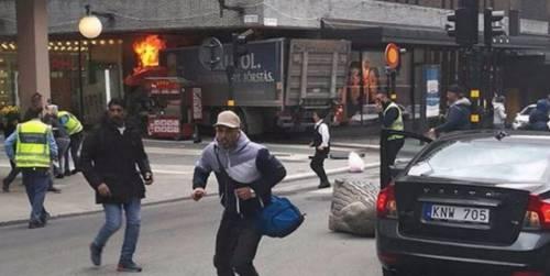 Camion contro la folla a Stoccolma 1
