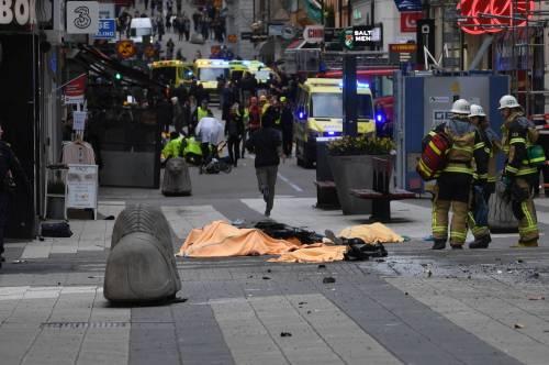 Camion sulla folla in centro a Stoccolma 3
