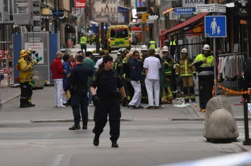 Camion sulla folla in centro a Stoccolma 4