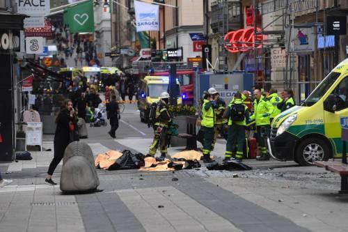 Camion sulla folla in centro a Stoccolma 5