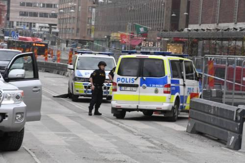 Camion sulla folla in centro a Stoccolma 7