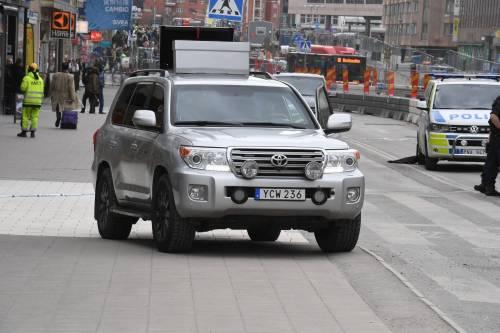 Camion sulla folla in centro a Stoccolma 10