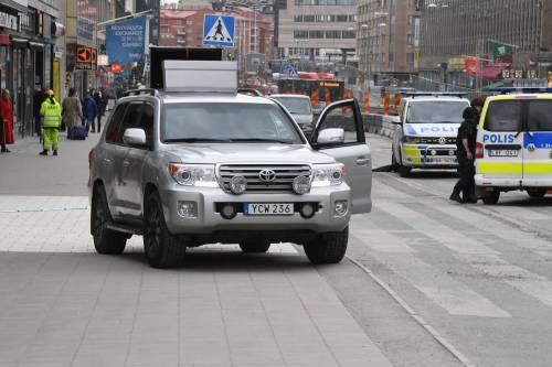 Camion sulla folla in centro a Stoccolma 17