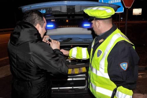 Viareggio, vigile urbano pizzicato ubriaco al volante