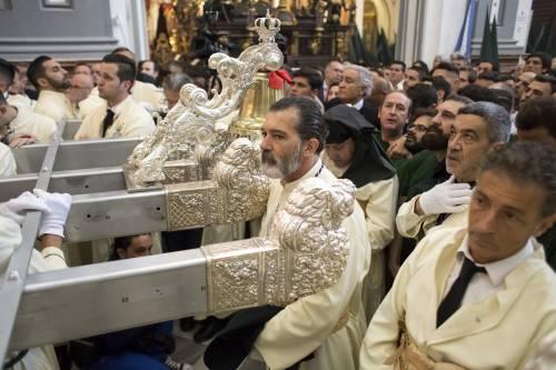 Antonio Banderas alla processione dopo l'infarto 9
