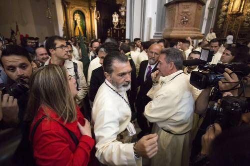 Antonio Banderas alla processione dopo l'infarto 10