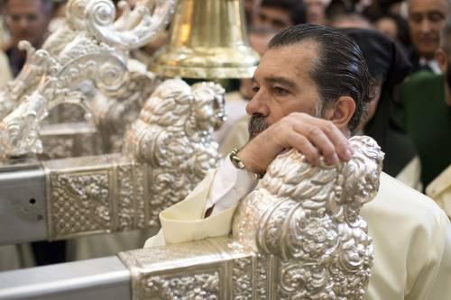 Antonio Banderas alla processione dopo l'infarto 11