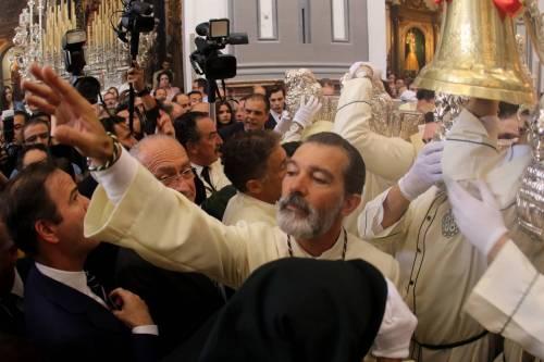 Antonio Banderas alla processione dopo l'infarto 13