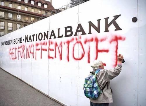 Svizzera, scrive slogan pacifista sul muro della banca: fermata attivista 86enne
