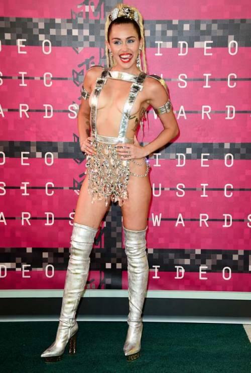 Miley Cyrus e le star attaccate dagli hacker 1