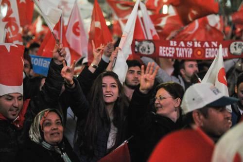 Ad Ankara la festa di chi sostiene Erdogan 6