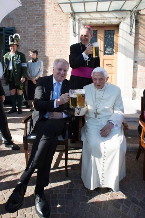 La festa dei 90 anni di Benedetto XVI 10