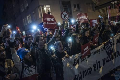 Le proteste nel bastione laico di Istanbul 1