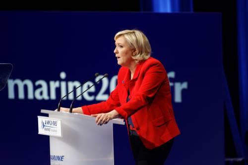 """Marine Le Pen a TF1: """"Via la bandiera dell'Ue dallo studio"""" 5"""