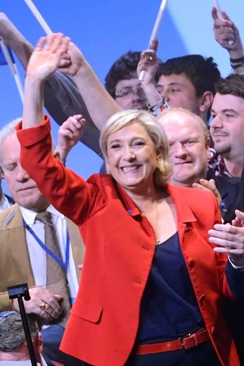 """Marine Le Pen a TF1: """"Via la bandiera dell'Ue dallo studio"""" 7"""