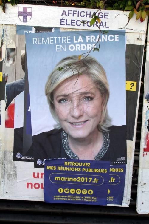 """Marine Le Pen a TF1: """"Via la bandiera dell'Ue dallo studio"""" 8"""