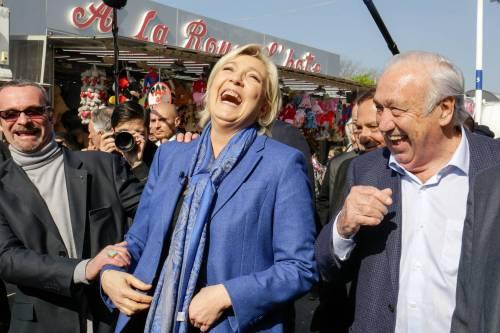 """Marine Le Pen a TF1: """"Via la bandiera dell'Ue dallo studio"""" 9"""