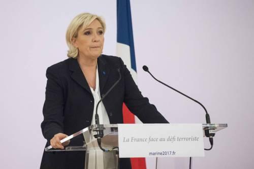 """Marine Le Pen a TF1: """"Via la bandiera dell'Ue dallo studio"""" 6"""