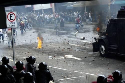 Duri scontri in Venezuela 13