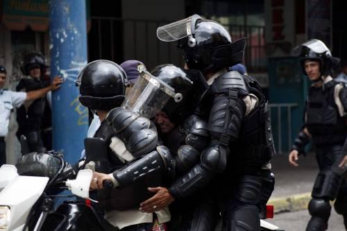 Duri scontri in Venezuela 12