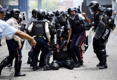 Duri scontri in Venezuela 15