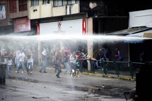 Duri scontri in Venezuela 16