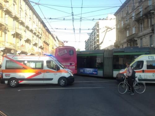 Milano, pullman si scontra con un tram 2