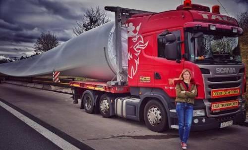 Da miss a camionista: è la sexy Iwona Blecharczyk 9