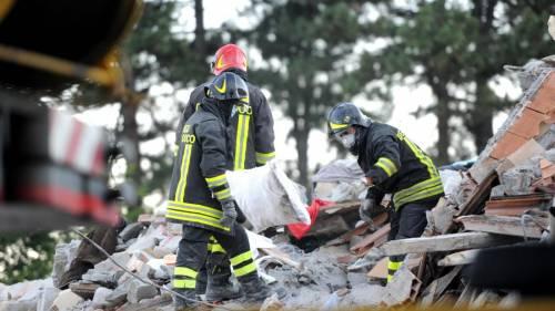 Abbatte il campanile lesionato dal terremoto: parroco indagato