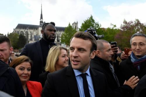Macron contestato dagli operai Whirlpool 5