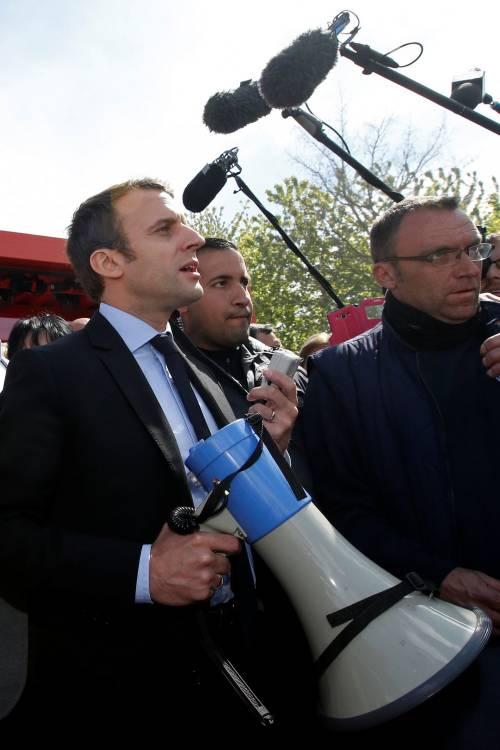 Macron contestato dagli operai Whirlpool 4
