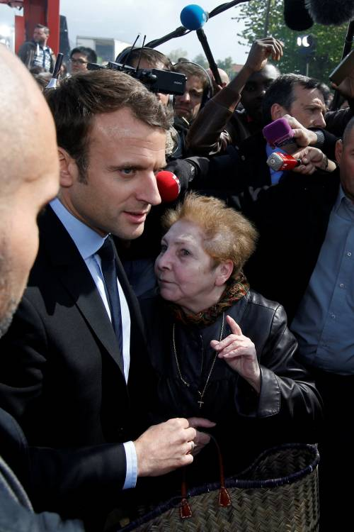 Macron contestato dagli operai Whirlpool 6