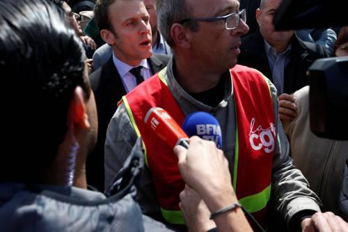 Macron contestato dagli operai Whirlpool 9
