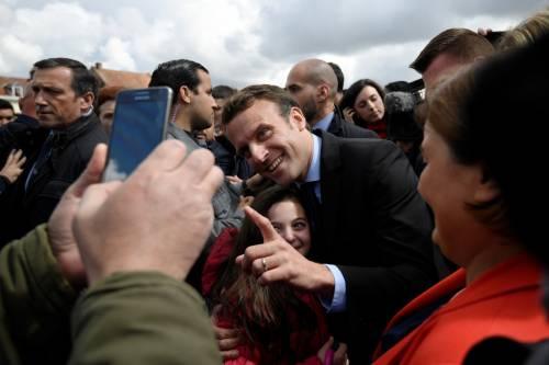 Macron contestato dagli operai Whirlpool 12