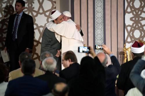 """Il monito del Papa all'islam: """"Smascherate i violenti"""""""