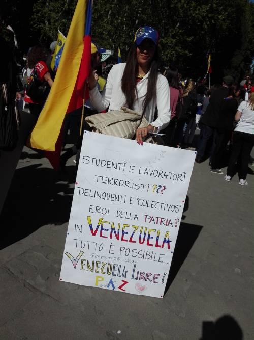 Venezuelani in piazza a Roma 5