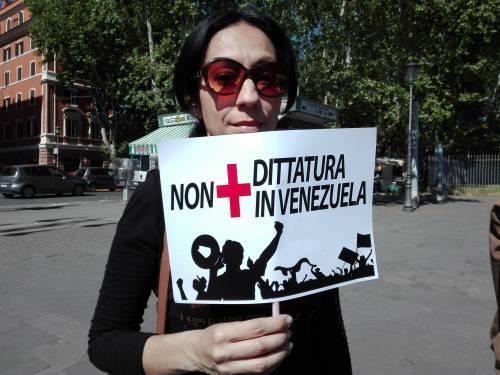 Venezuelani in piazza a Roma 8