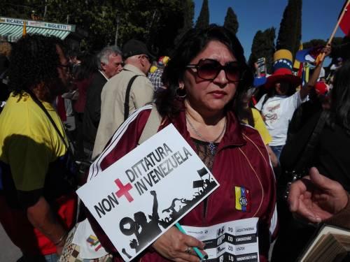 Venezuelani in piazza a Roma 10