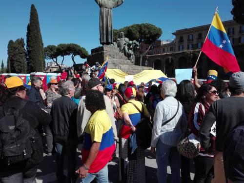 Venezuelani in piazza a Roma 11