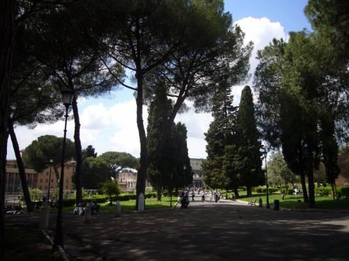 """Roma, degrado a Colle Oppio: """"Stop pasti serali ai senzatetto"""""""