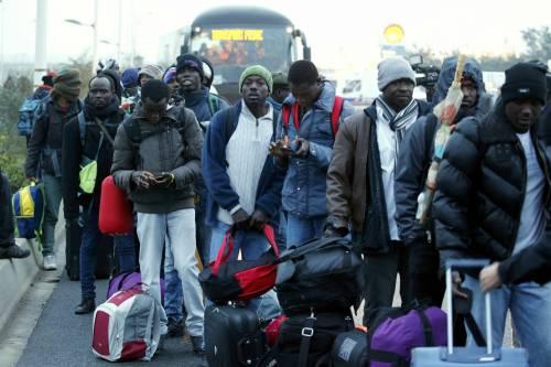 Cosenza, migranti prelevati dai centri di accoglienza e sfruttati come braccianti