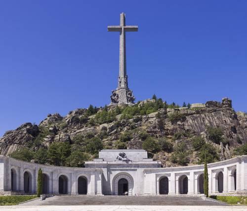 """Spagna, il Congresso vuole """"sfrattare"""" la salma di Franco"""