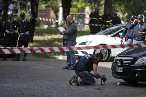 Roma, esplosione in strada: ordigno rudimentale nel parcheggio delle Poste 10