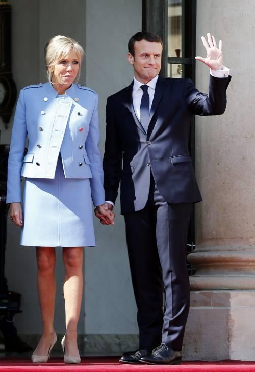 "Liti furiose fra Macron e Brigitte: ""Urla da far tremare i muri dell'Eliseo"""