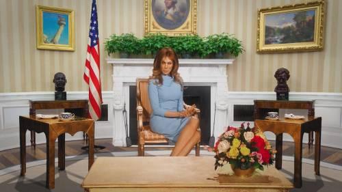 Virginia Raffaele veste i panni della First Lady e annuncia la terza guerra mondiale