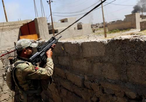 I curdi sono alle porte di Raqqa. L'Isis dice addio all'idea di Stato